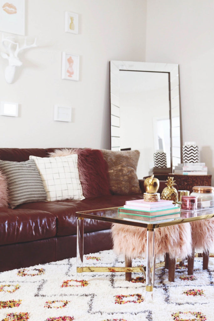 HOW TO ORGANIZE A SMALL APARTMENT